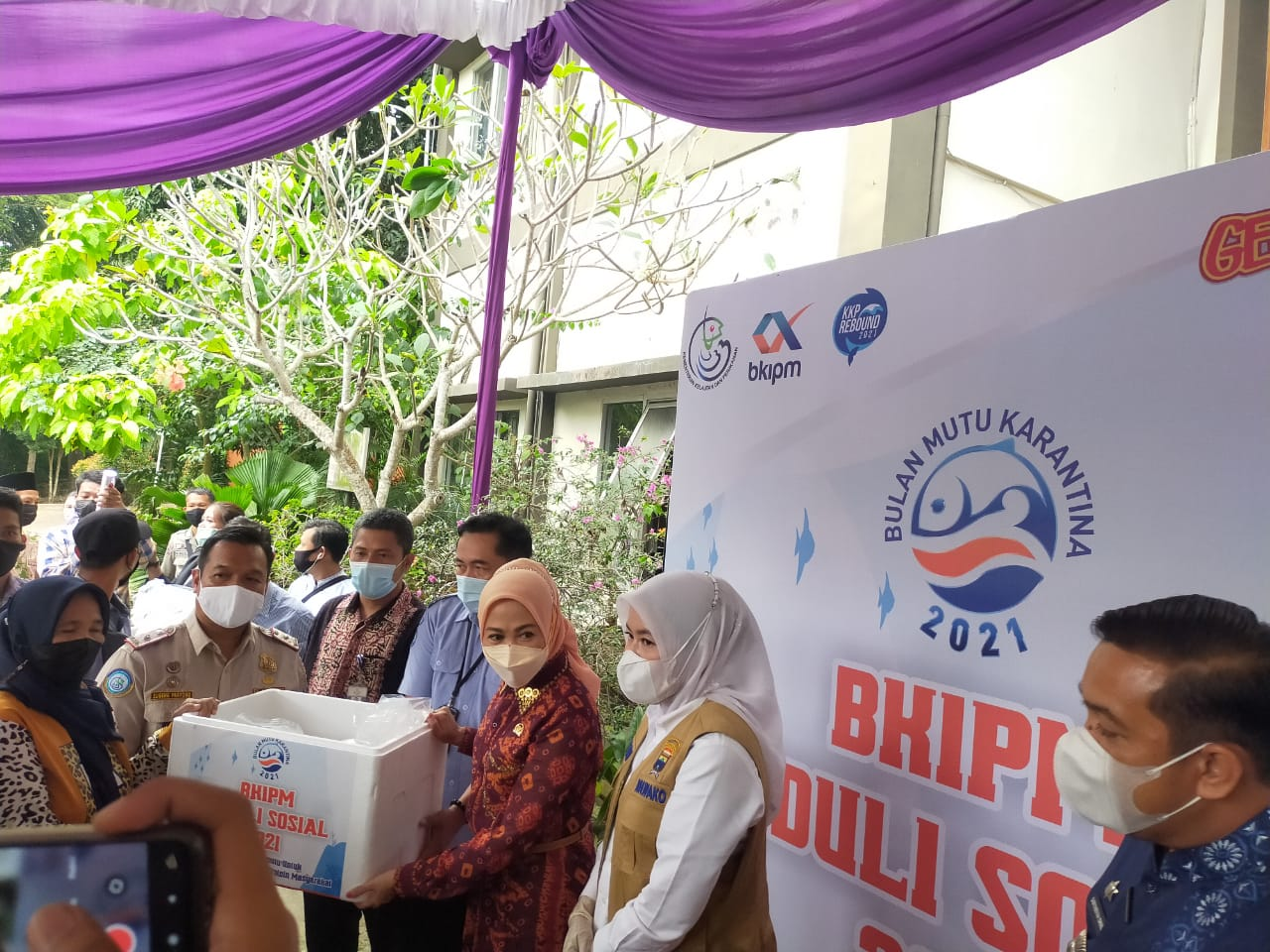 Kunjungan Komisi IV DPR RI Renny Astuti Ke Dapil Sumsel Berikan Bantuan 1100 Paket Untuk Masyarakat Kota Palembang
