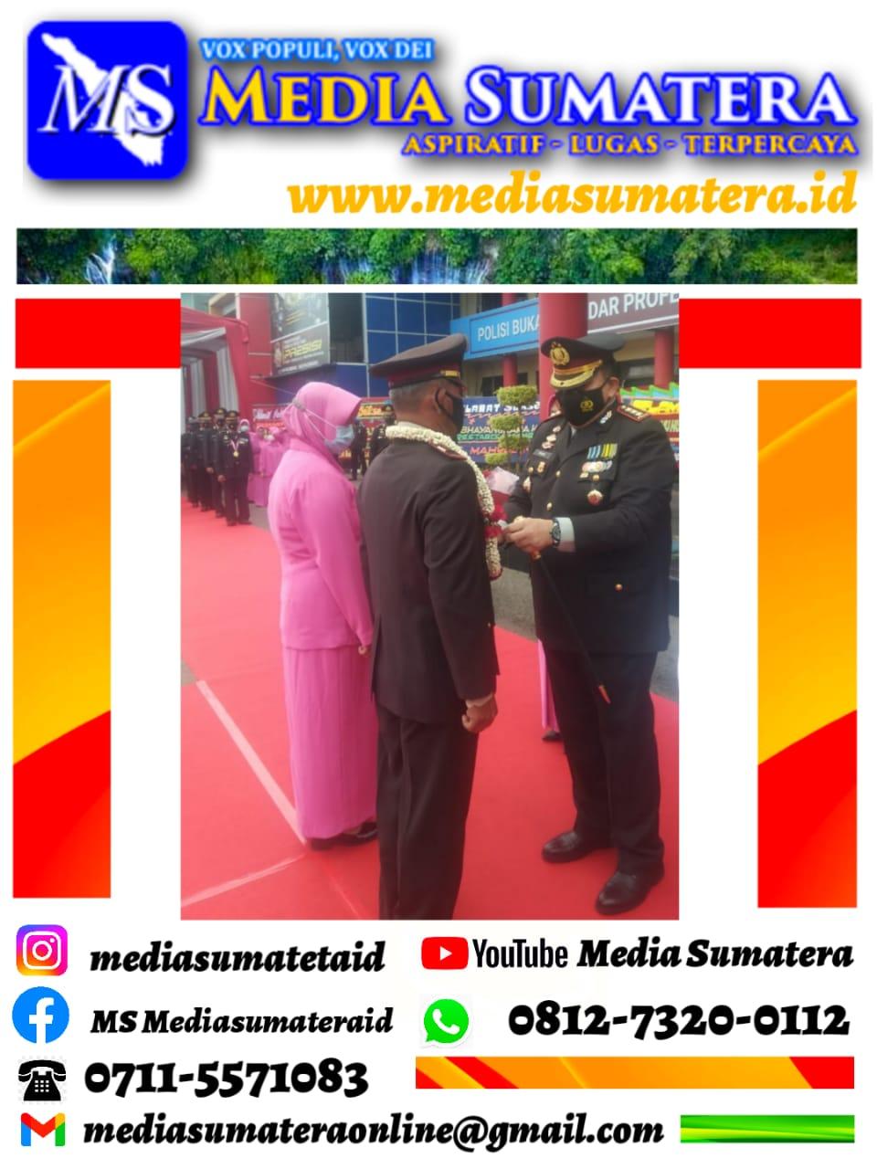 Kapolrestabes Palembang Kombes. Pol. Irvan Prawira Satya Putra Melaksanakan Upacara Tradisi Wisuda Purna Bakti Lepas 68 Personel Purnawirawan